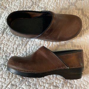 Dansko Brown Leather Clogs Comfort Shoes